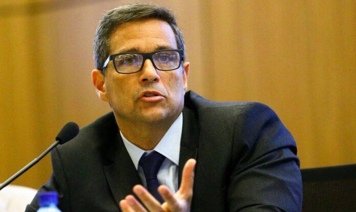 """Presidente do BC diz que vacinação em massa é """"luz no fim do túnel"""" para economia"""